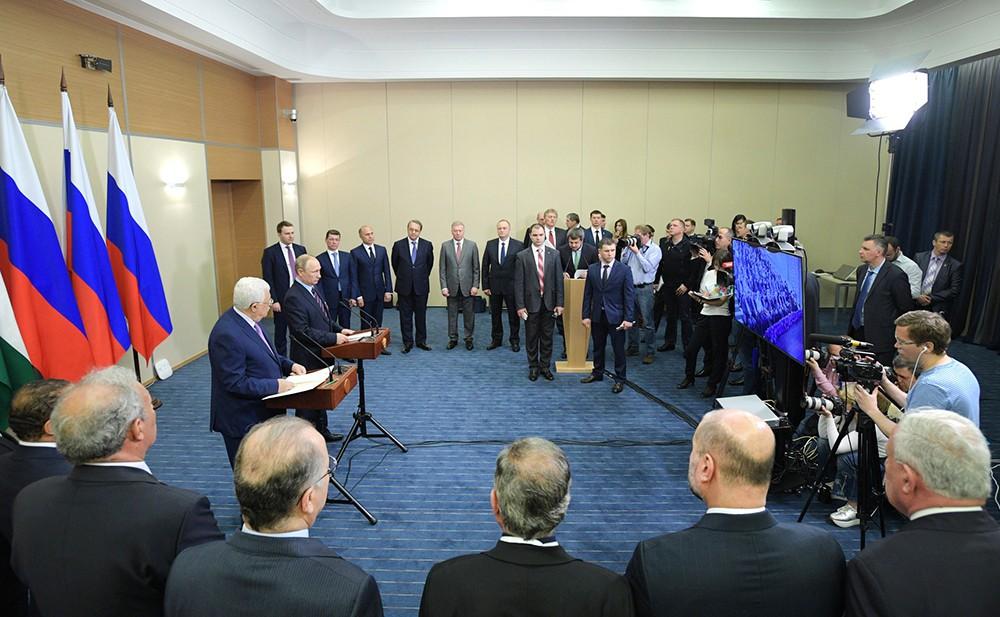 Владимир Путин и Махмуд Аббас в режиме телемоста