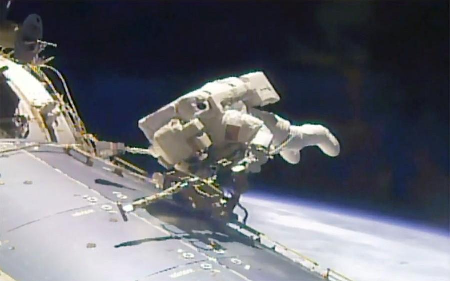 Астронавты NASA вышли в открытый космос из МКС