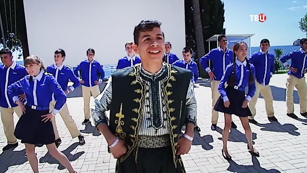 """Сирийские подростки отдыхают в """"Артеке"""""""