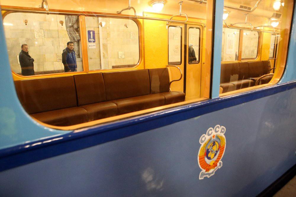 Выставка ретро-вагонов на станции «Партизанская» Арбатско-Покровской линии метро