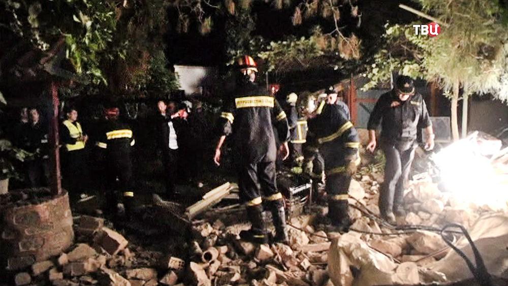 Спасатели Греции на месте происшествия
