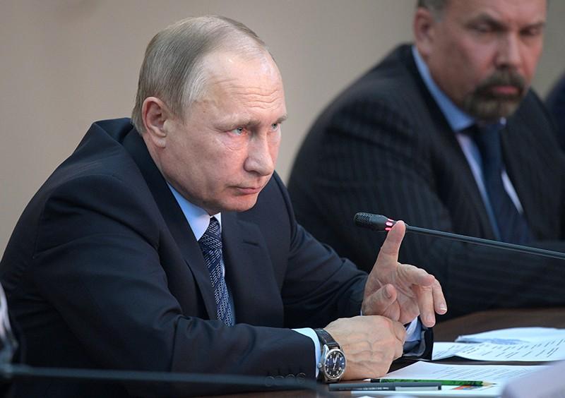Президент России Владимир Путин проводит совещание о ликвидации последствий паводков и пожаров в Сибири и на Урале