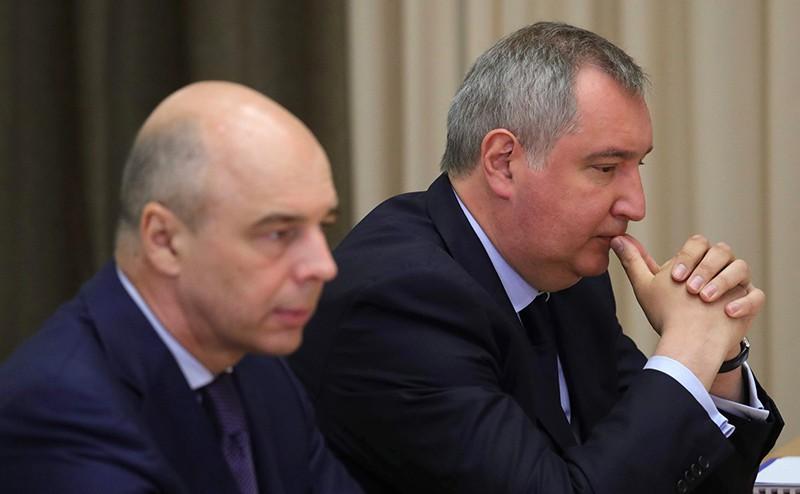 Заместитель Председателя Правительства Дмитрий Рогозин и Министр финансов Антон Силуанов перед началом совещания по вопросам развития космической отрасли