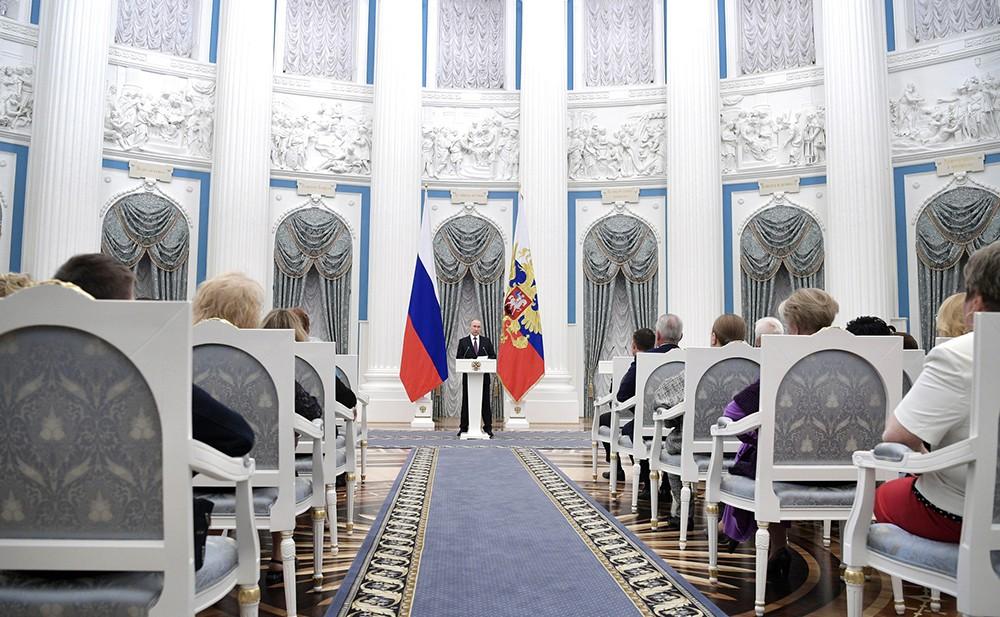 Владимир Путин на церемонии вручения наград в Кремле