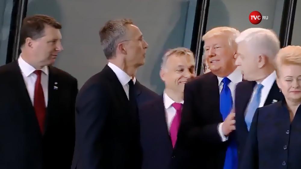 Дональд Трамп толкает Премьер-министр Черногории на саммите НАТО