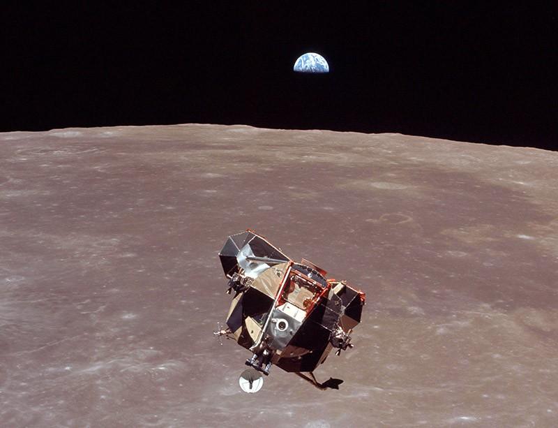Apollo 12. Высадка на Луну