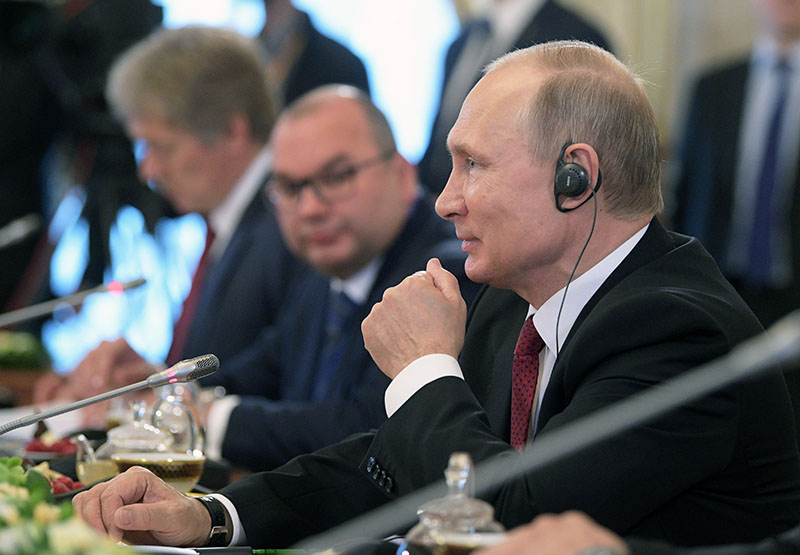 Президент России Владимир Путин принимает участие в работе XXI Петербургского международного экономического форума