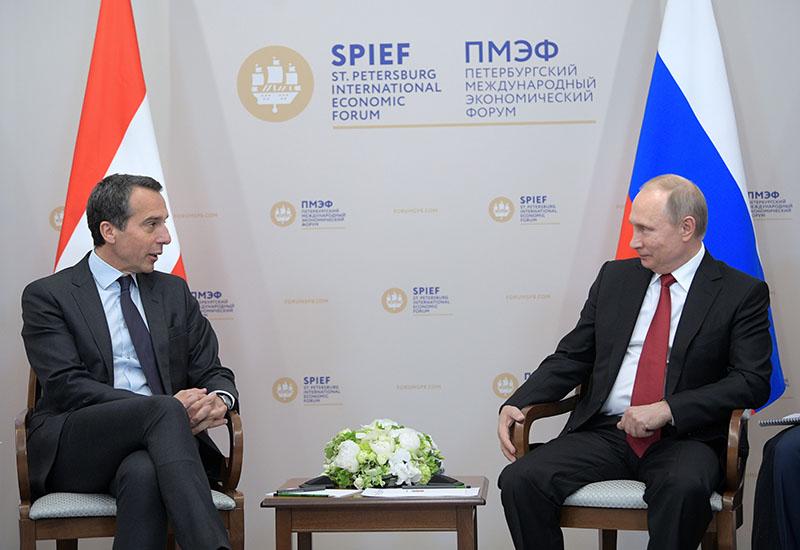 Президент России Владимир Путин и федеральный канцлер Австрии Кристиан Керн