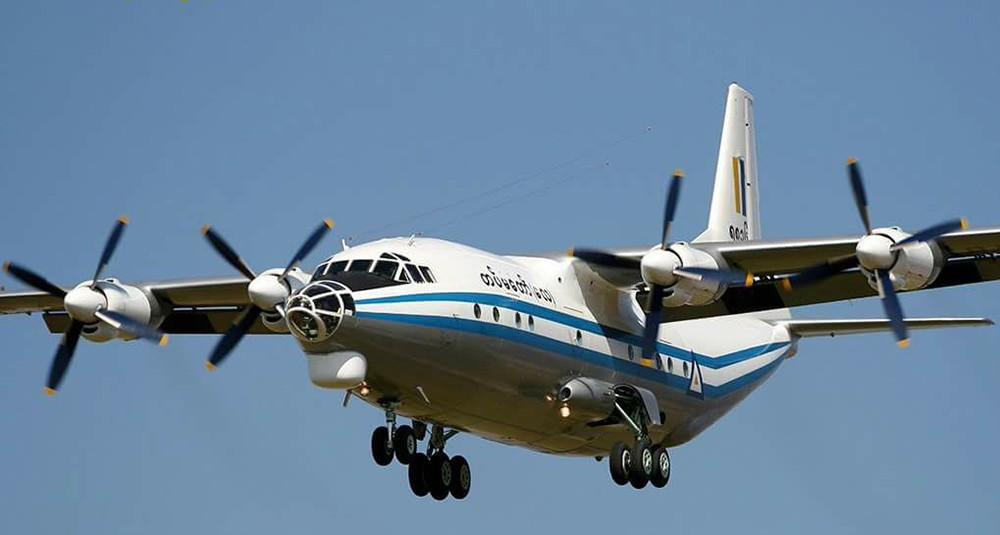 Военно-транспортный самолет Y-8 в Мьянме
