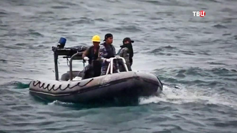 Поисковая операция на месте разбившегося самолета ВВС Мьянмы