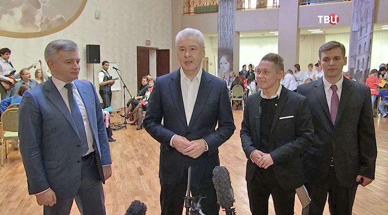 Сергей Собянин осматривает дом культуры имени Астахова