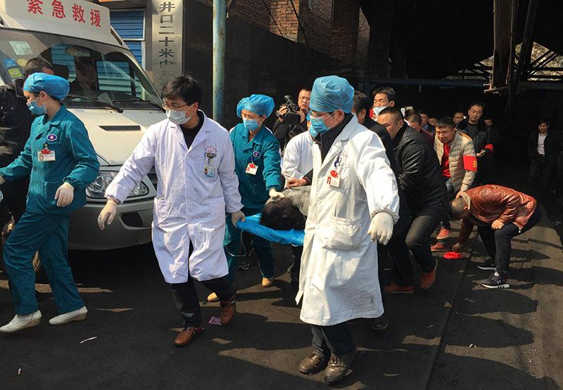 Скорая помощь на месте взрыва в Китае