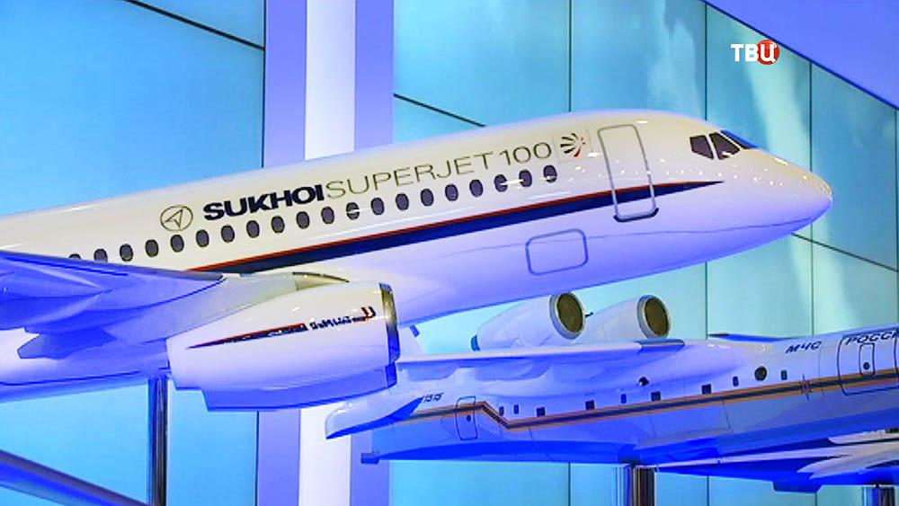 Модель самолета Sukhoi Superjet 100