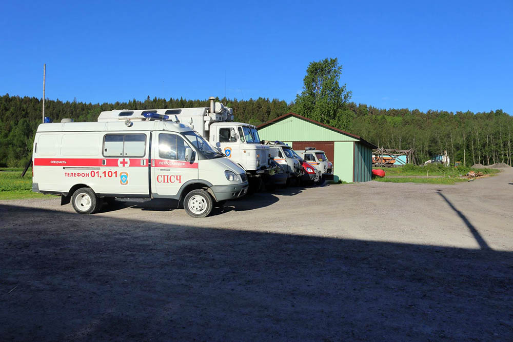 Экстренные службы на месте поисковых работ на Ладожском озере