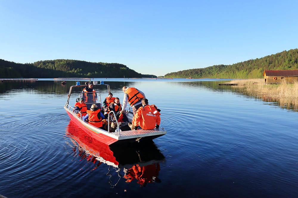 Поисковая операция МЧС на воде