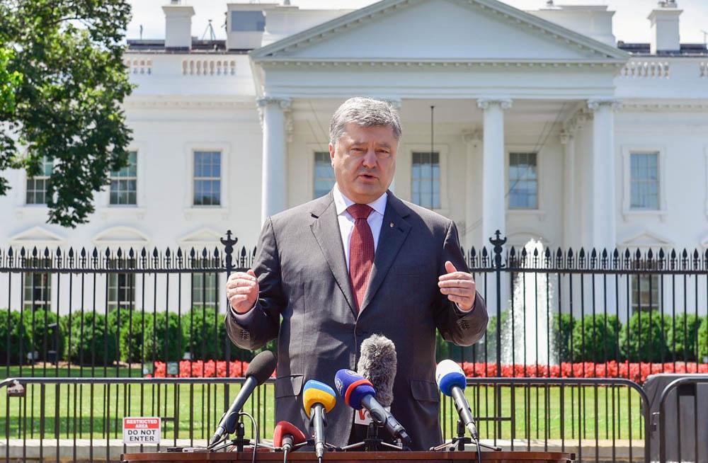 Президент Украины Пётр Порошенко на фоне Белого дома США