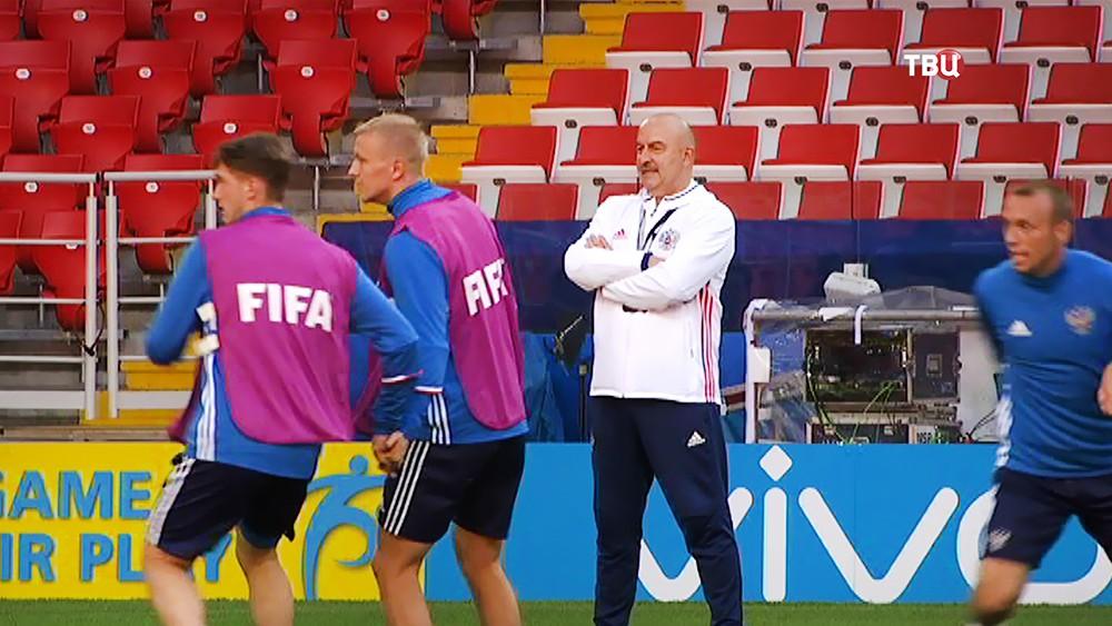 Станислав Черчесов на тренировке российской сборной