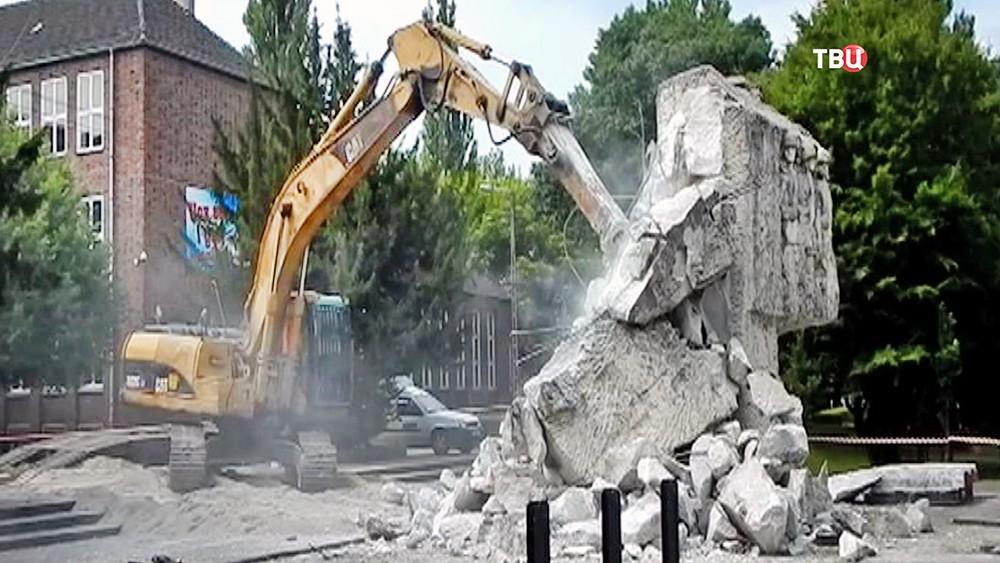 Снос памятника советско-польскому братству
