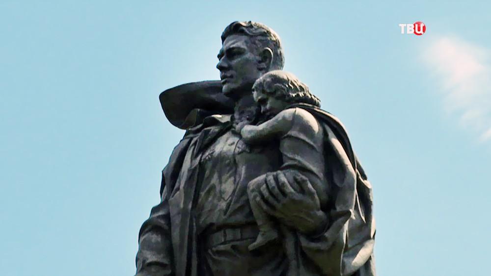 Монумент, посвященный советским солдатам-освободителям