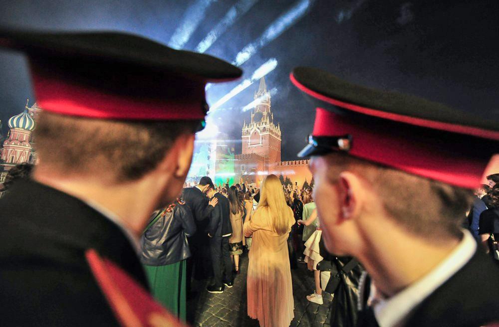 Выпускники кадетских училище на Красной площади