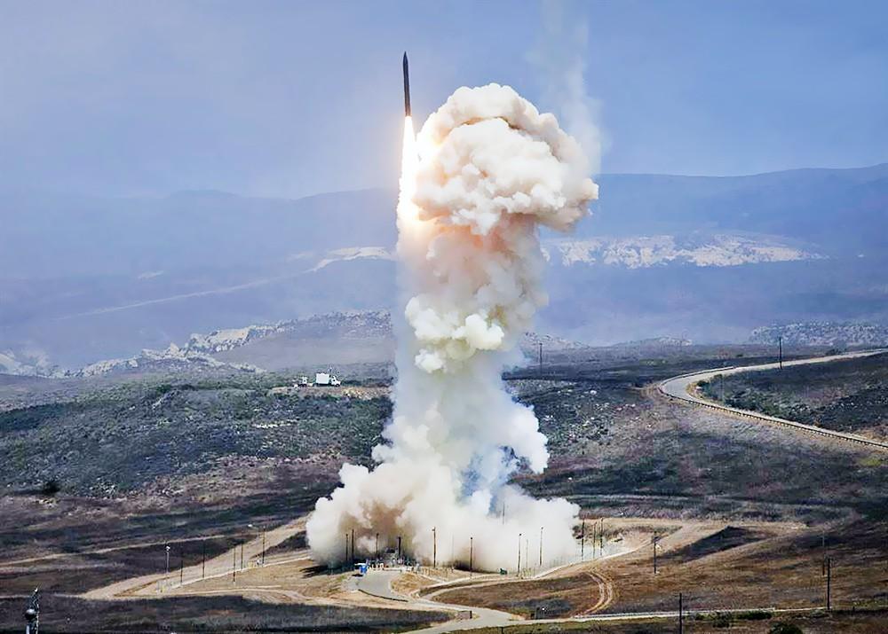 Пуск баллистической ракеты в США