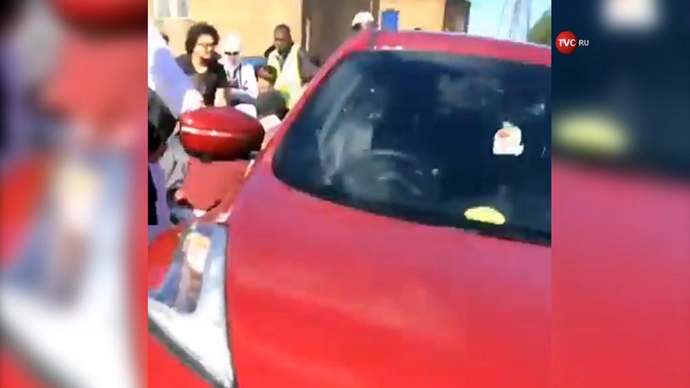 Автомобиль в Ньюкасле въехал в толпу