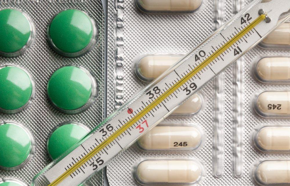 Лекарства и градусник