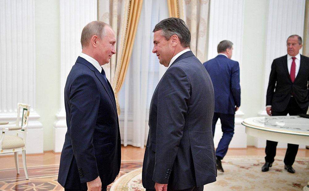 Президент России Владимир Путин и инистр иностранных дел ФРГ Зигмар Габриэль