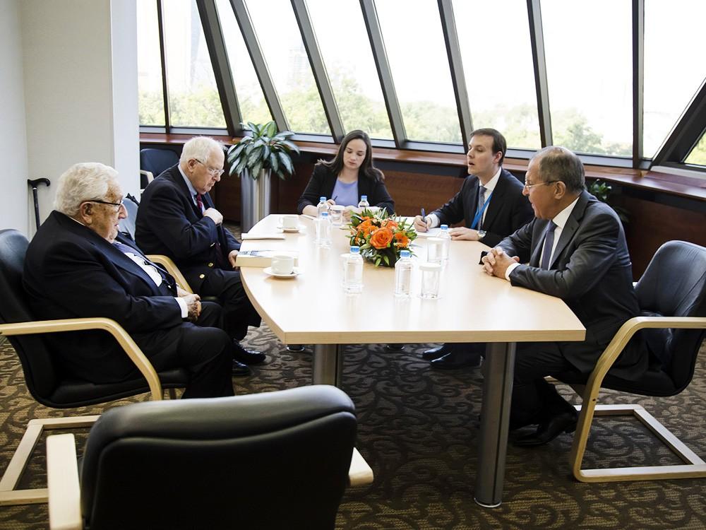 Бывший госсекретарь США Генри Киссинджер и глава МИД России Сергей Лавров