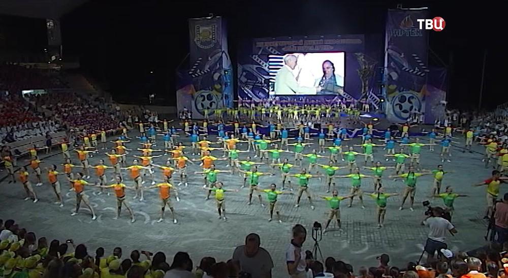 """Открытие фестиваля """"Алые Паруса"""" в Артеке"""