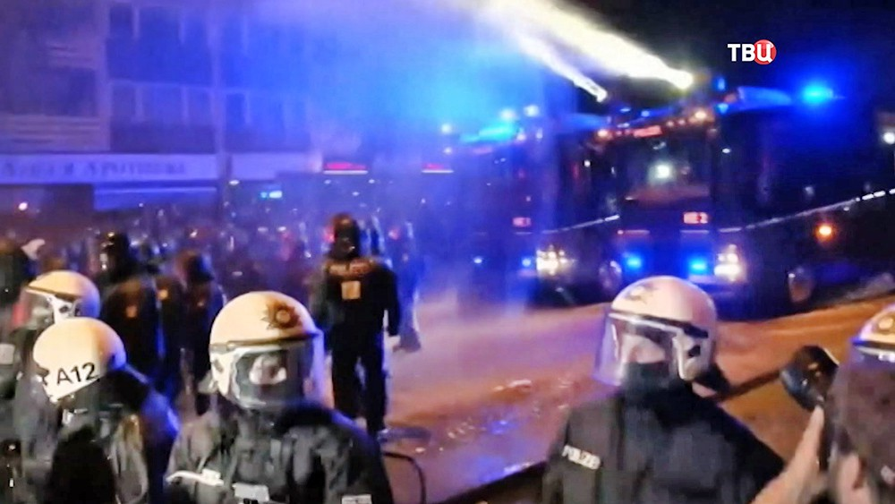 Полиция Германии разгоняет митинг