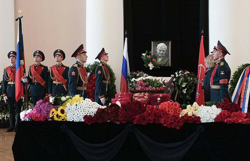 Церемония прощания с писателем Даниилом Граниным