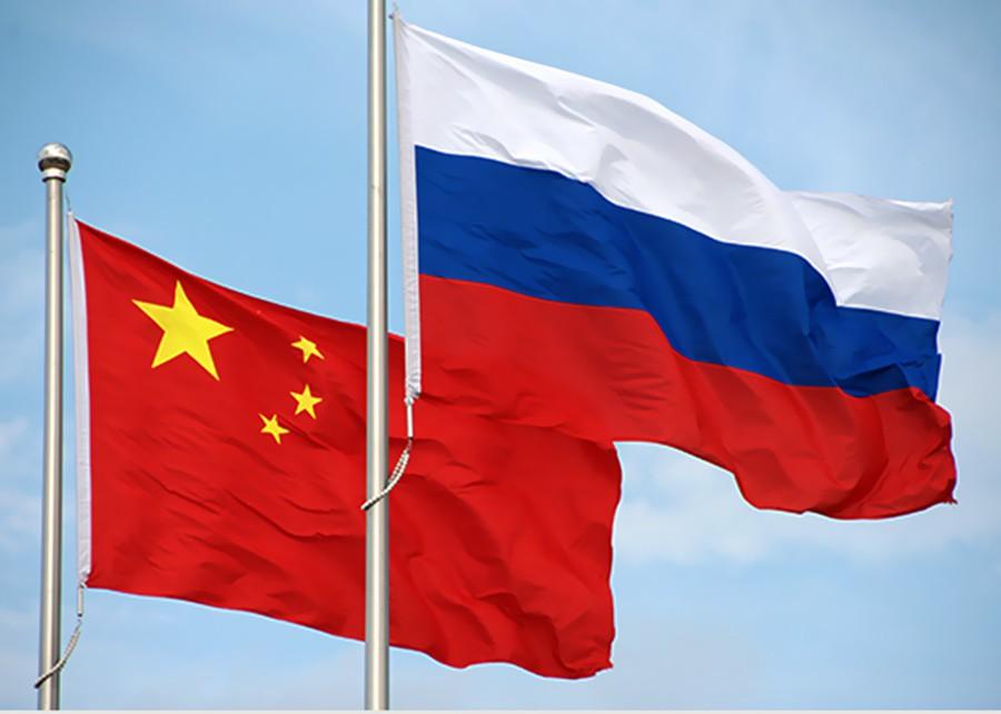 Флаги России и КНР