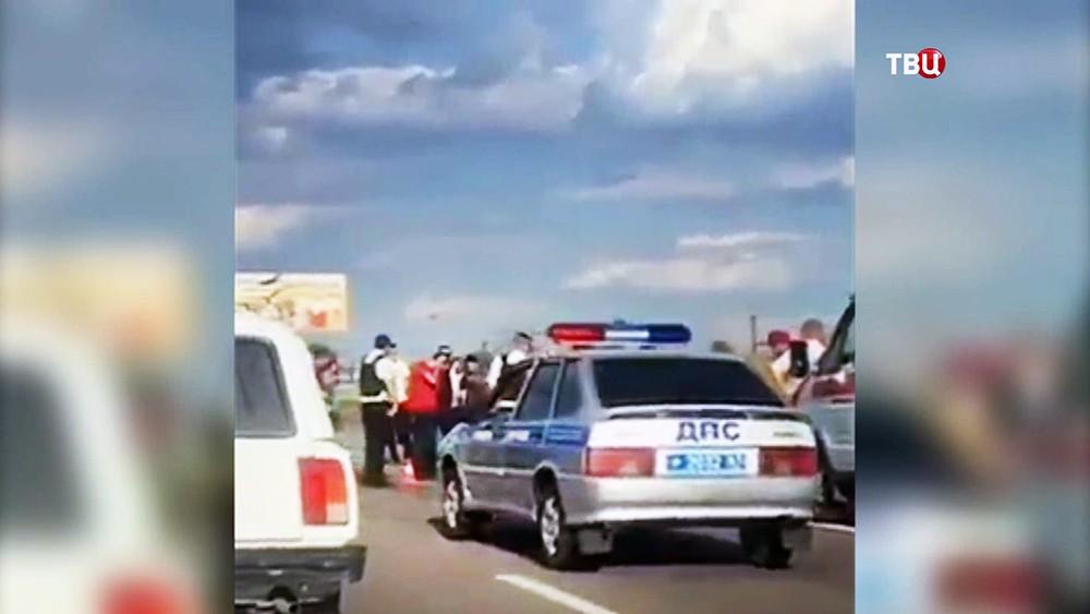 Полиция на месте расстрела на трассе Ростов