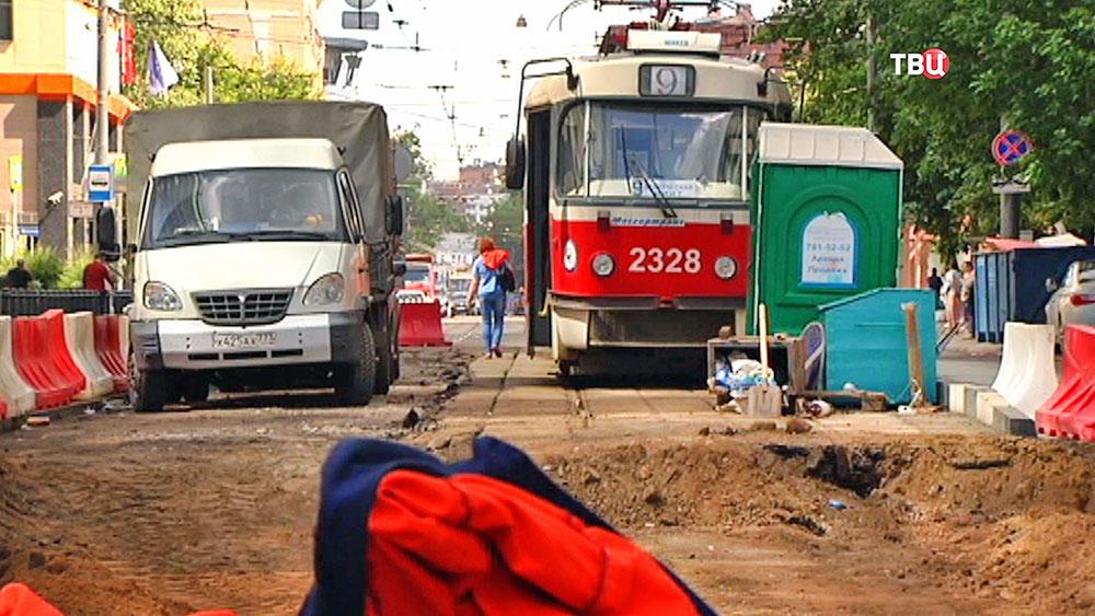 Укладка трамвайных рельс на Лесной улице