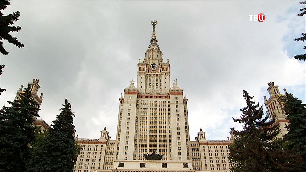 Здании МГУ