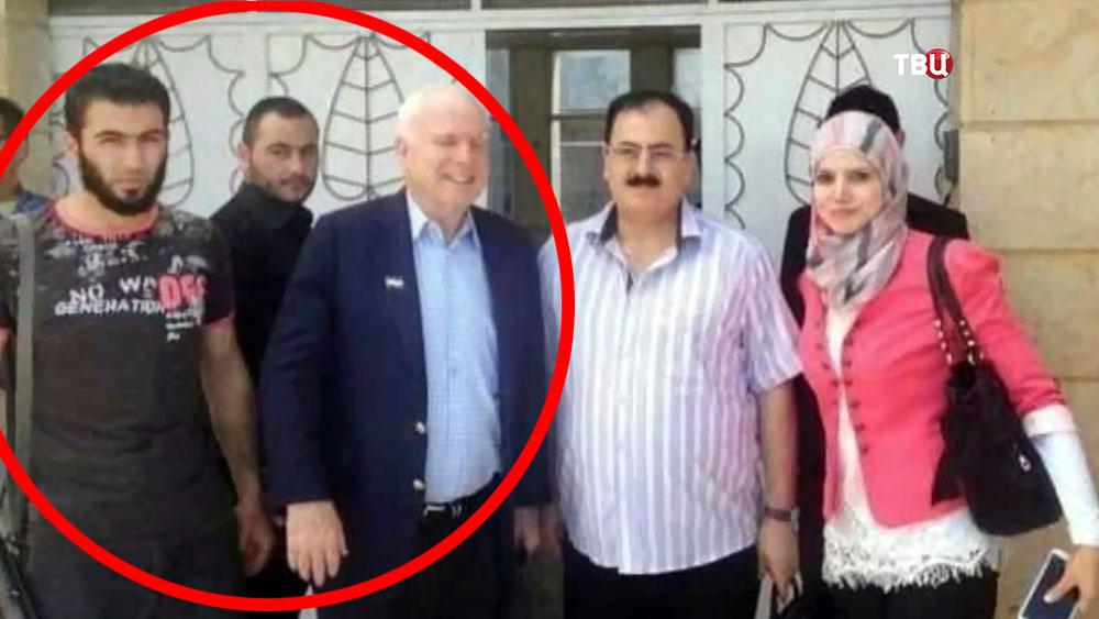 Лидер террористической организации ИГ Абу Бакр аль-Багдади и Американский сенатор Джон Маккейн