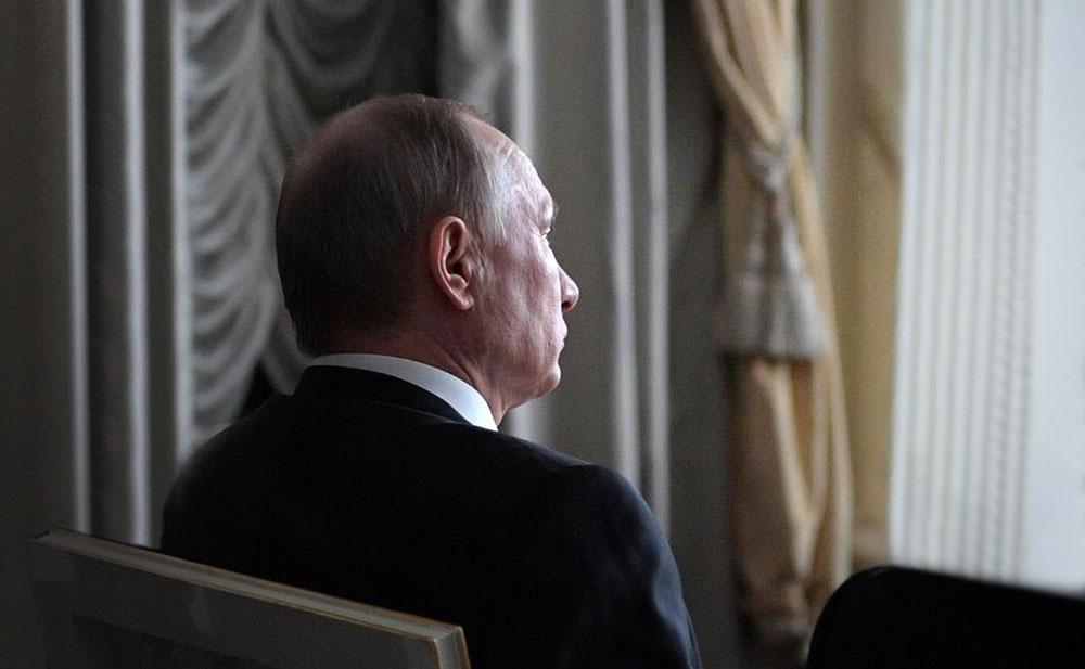 Владимир Путин смотрит кино