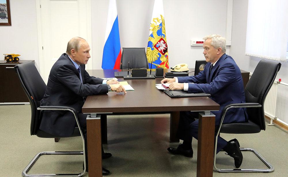 Президент России Владимир Путин и губернатор Белгородской области Евгений Савченко