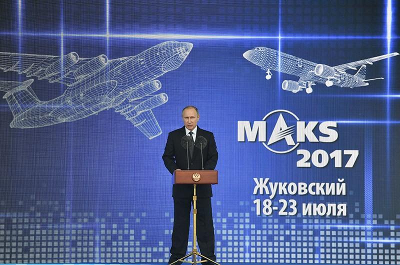 Президент РФ Владимир Путин выступает на церемонии открытия XIII Международного авиационно-космического салона МАКС-2017
