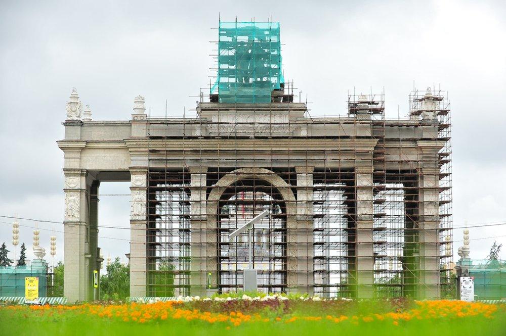 Работы по реконструкции территории ВДНХ