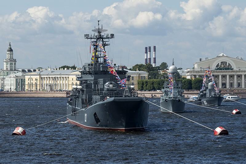 Во время репетиции парада, посвященного Дню ВМФ в Санкт-Петербурге