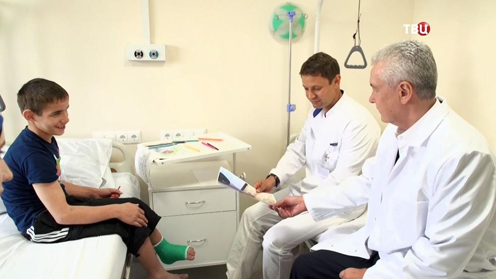 Сергей Собянин в больнице навестил пациента после проведенной операции