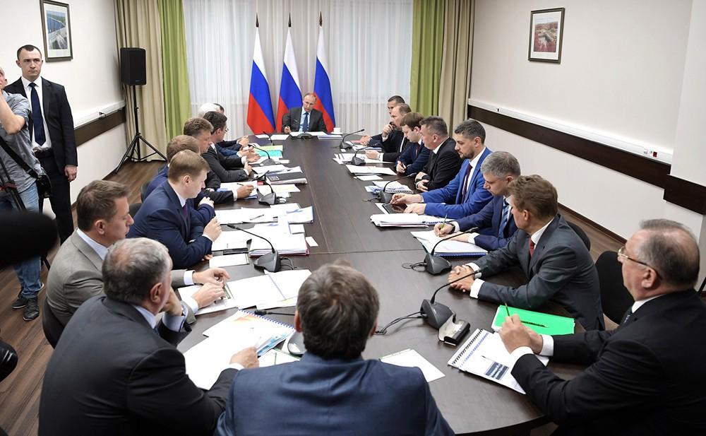 Президент России Владимир Путин на заседании по развитию Дальневосточного федерального округа