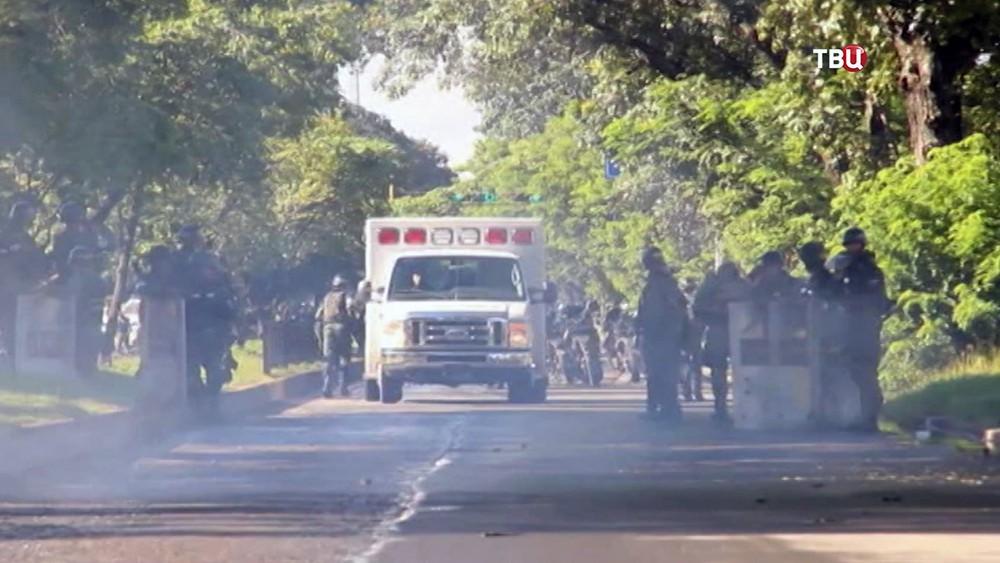Полиция и скорая помощь Венесуэлы