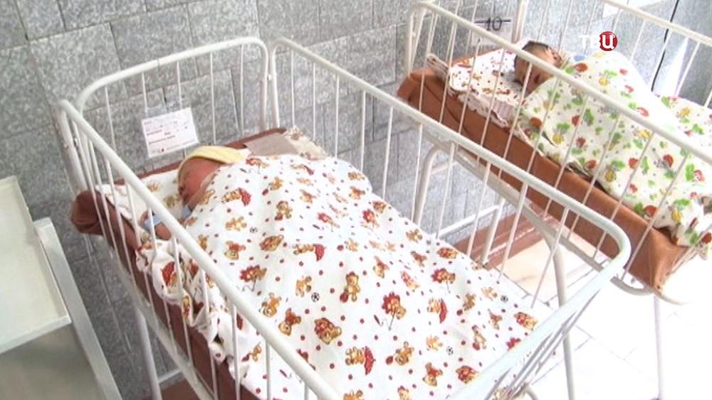 Новорожденные в роддоме