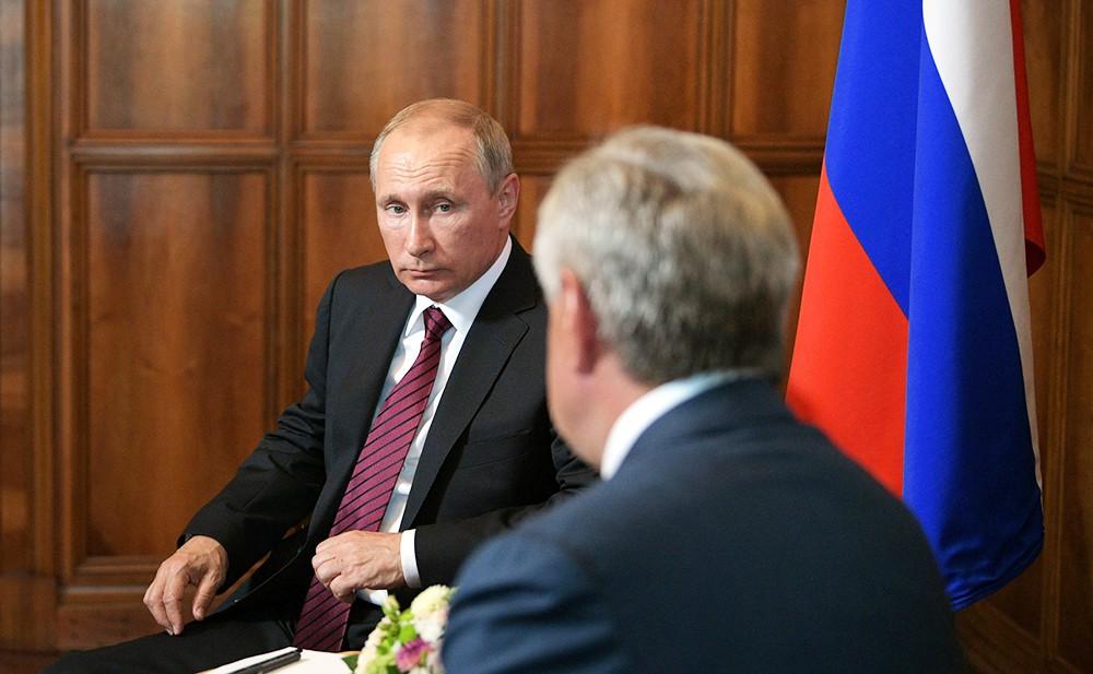 Президент России Владимир Путин и президент Абхазии Рауль Хаджимба