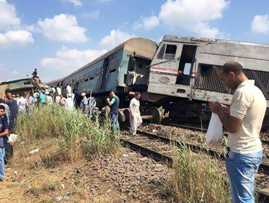 Последствия столкновения поездов в Египте