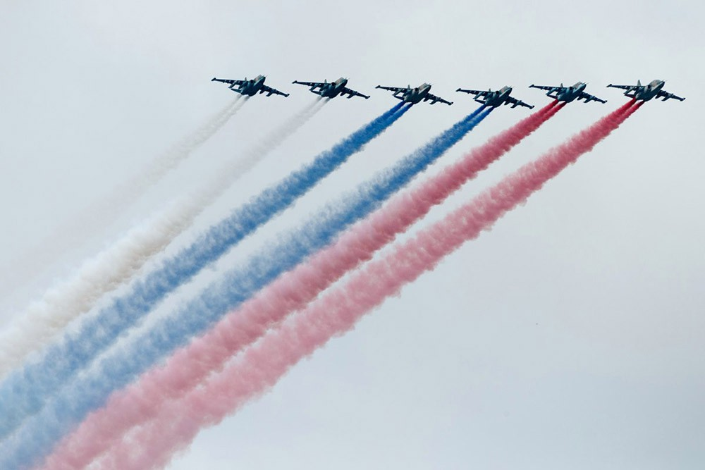 "Истребители ВКС России ""начертили"" триколор в небе"