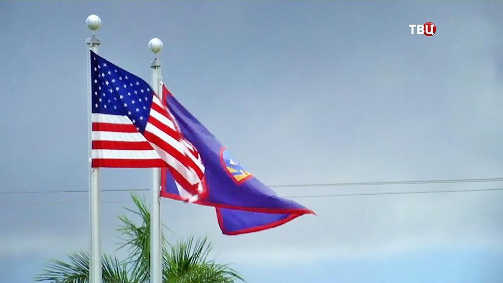 Флаги США и Гуама